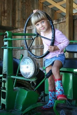 Girl-on-the-Tractor-GCF--Credit-Courtney-Heykoop-Photography